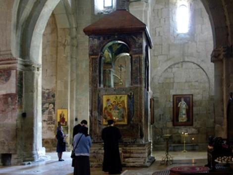 Biserica cerdului Sf Nina 2 cedrul Sfintei
