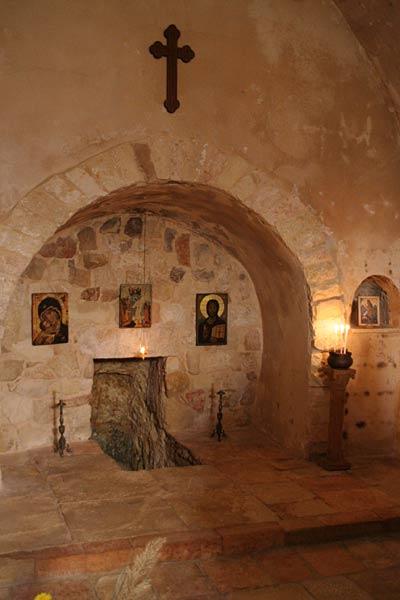 Pestera in care s-au ascuns Sf Elisabeta cu pruncul sau, Sf Ioan Botezatorul 12 mormantul Sf Elisabeta