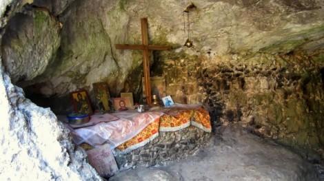 2. Sf Cuv Ioan pustnicul și cei 98 de pustnici împreună cu dânsul din Creta, Grecia 7 patul Sf Cuv Ioan