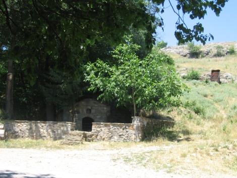 Sf. Cuv Prohor, staretul din pustia Vranski de pe raul Pşina, Bulgaria 4 pestera