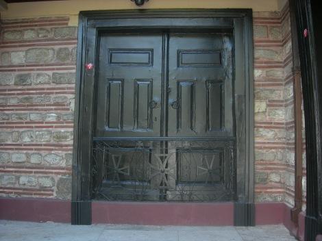 Sf Sf Mc Grigorie al V-lea, patriarhul Constantinopolului (1821) 11 poarta de care a fost spanzurat